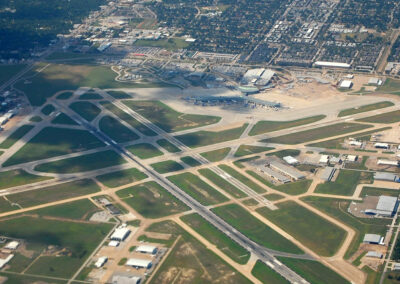 Houston Airport Aerial, By LoneStarMike - Own work, CC BY 3.0, https://commons.wikimedia.org/w/index.php?curid=9912665